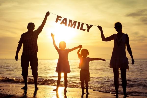 Η σημαντικότητα και ο ρόλος της οικογένειας στο μεγάλωμα των παιδιών.